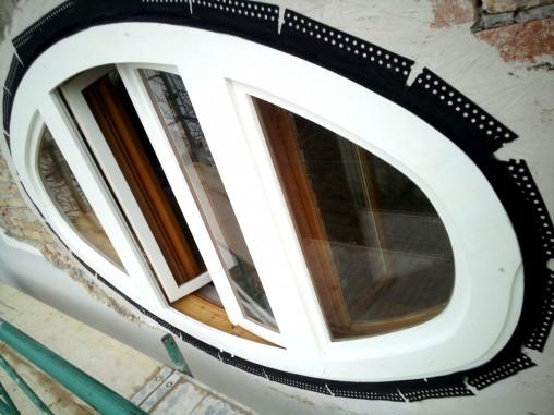 Ellipsenförmiges Pfostenstockfenster